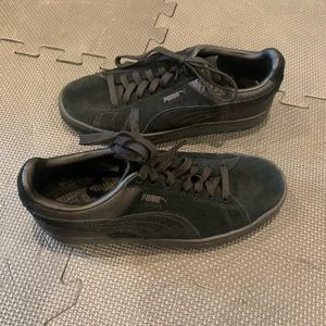 Black Puma Sneakers Size 4.5